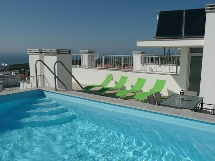F3 avec piscine privative, vue mer