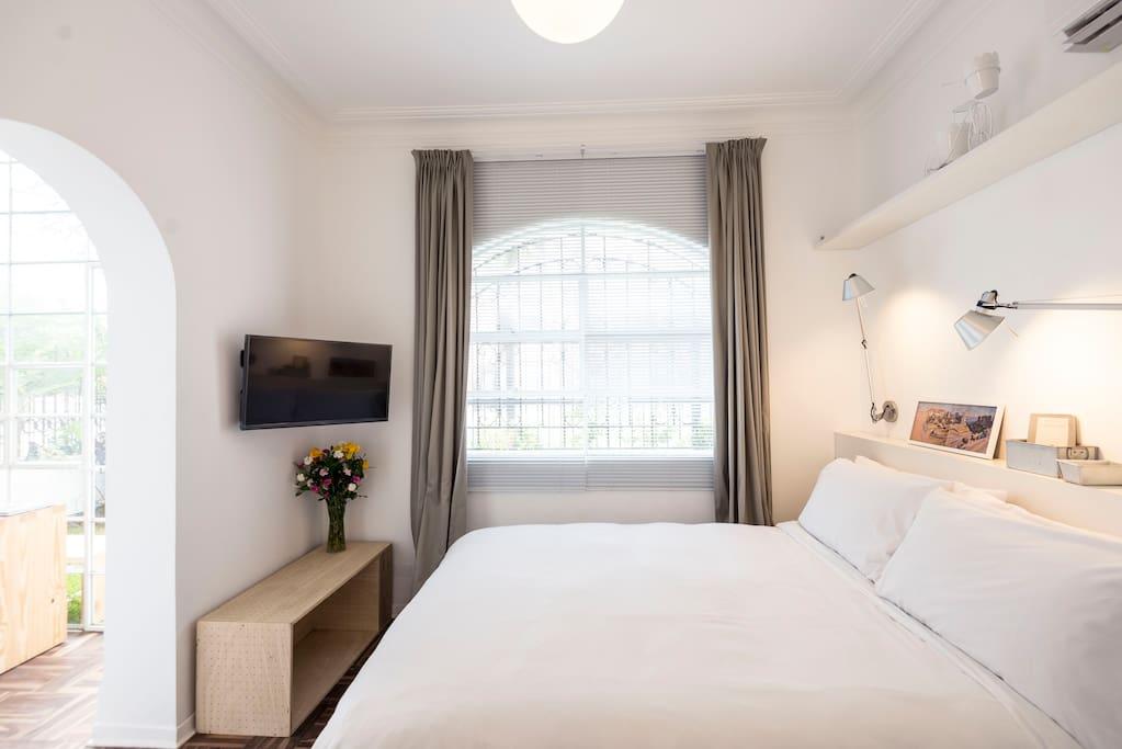 Room 1. Cozy Queen Room with Garden View