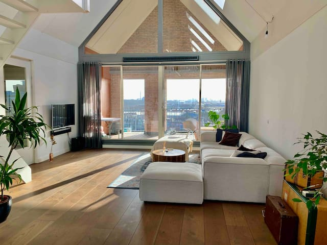 Beautiful LOFT (12 Mins to Amsterdam Centraal)