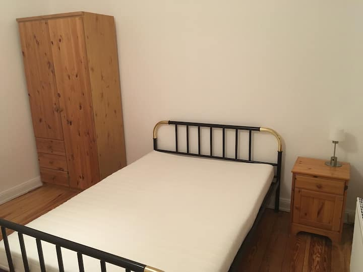 Appartement 21, kleines Zimmer mitten in Elmshorn