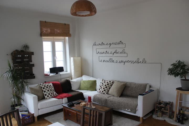 Cozy private flat with balcony - Wien - Apartment