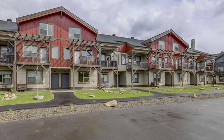 New McCall townhouse close to lake and downtown!
