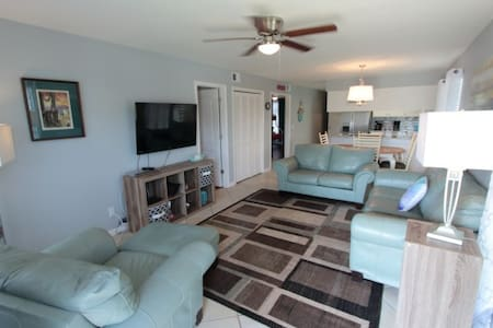Close to 30A-PCB West End 2BR; 1/2 Block to Beach