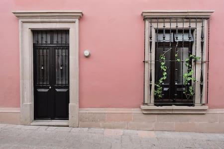 CASA ROSA | Centro Histórico - Santiago de Querétaro - Huoneisto