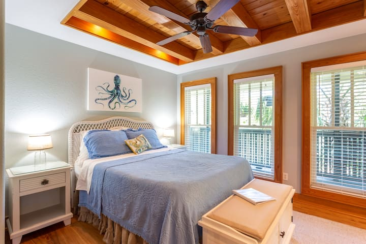 Private Master Bedroom with queen bed in shared home.  Balcony overlooks the pool and Lake Powell, the largest dune lake in the world!