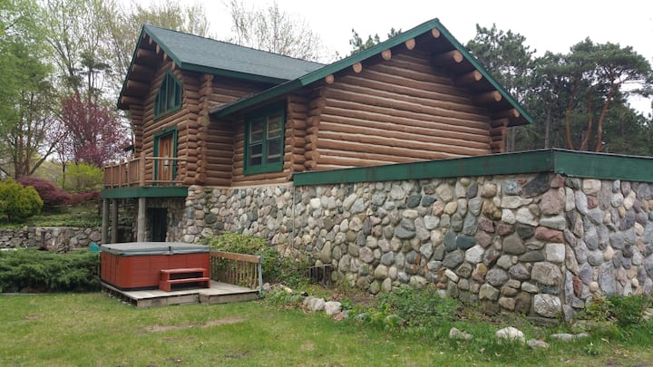 Spring Lake  Log Home,  on Hill 4 acres, limo pkg