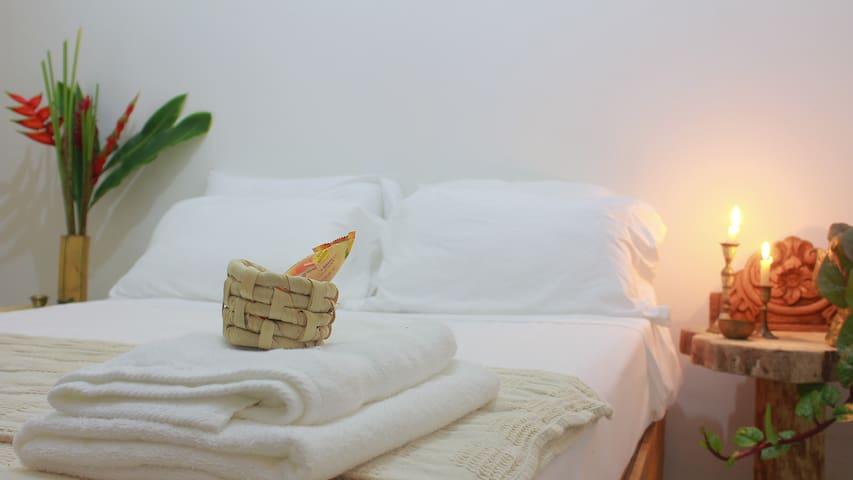 Confortable habitación con cama doble