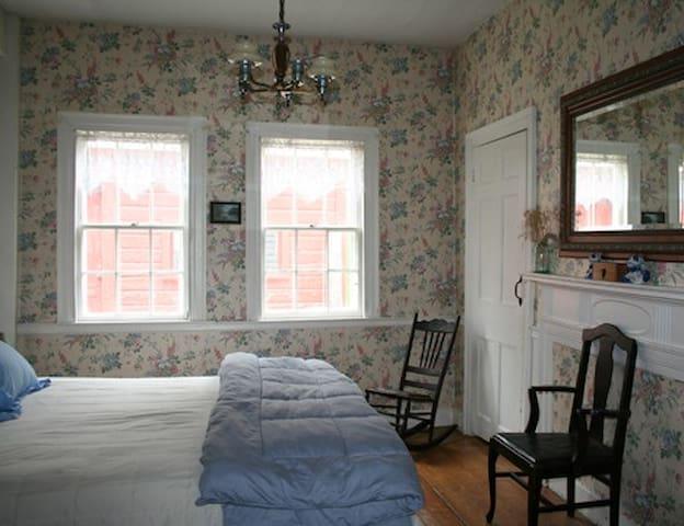 Hopkins House Farm B&B - Aunt Betty's room - Salem - Bed & Breakfast