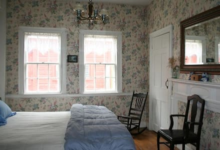 Hopkins House Farm  - Aunt Betty's room