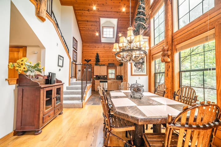 2 Bed, 2 Bath Luxury Log Cabin