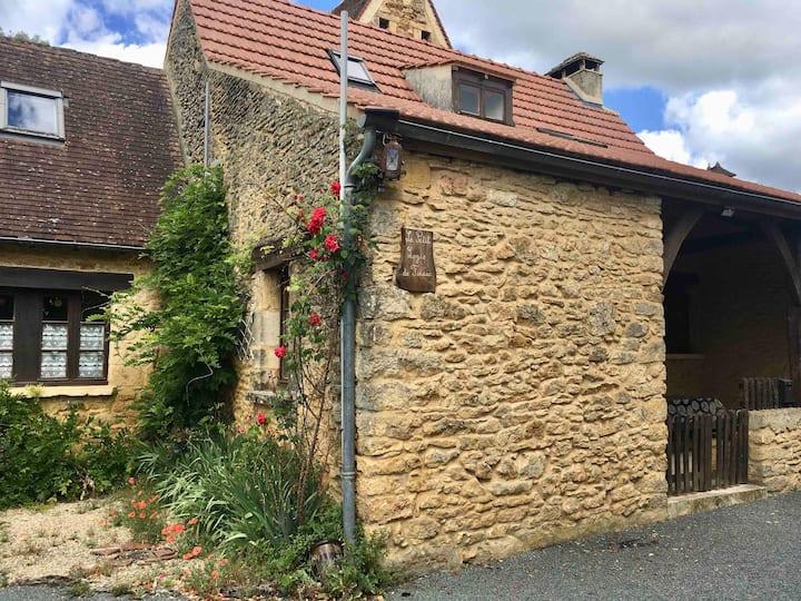 Charmante maison en pierres proche de Sarlat