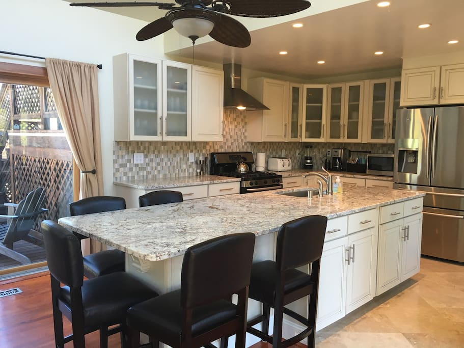 Kitchen / Dining Counter
