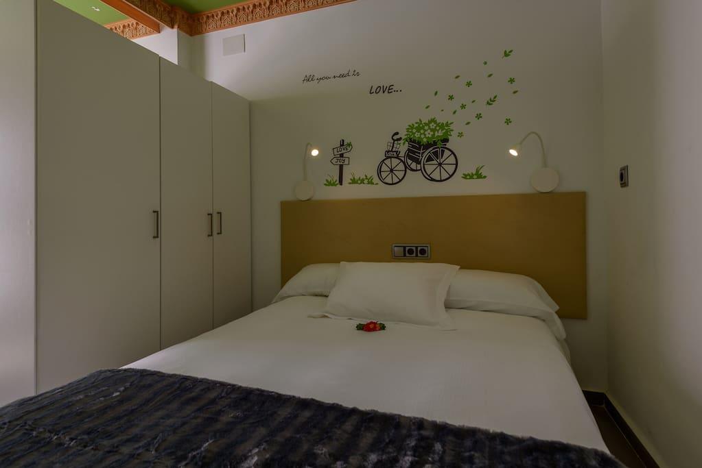 Zona dormitorio // Bedroom area