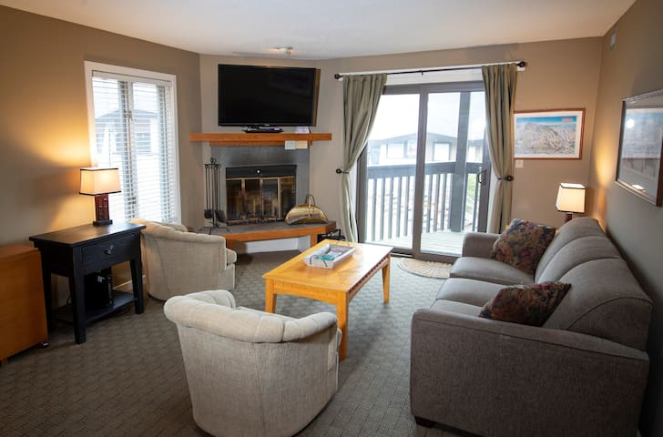 Ski-in/Ski-out Condo at Okemo | Free Wi-Fi, Pool Access