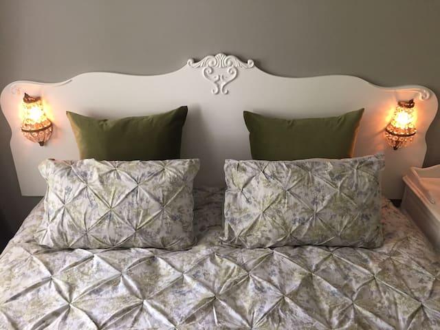 The bedroom (waterbed) is so romantic!  With smart tv, incl Netflix.