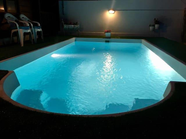 Precioso chalet vistas al mar piscina