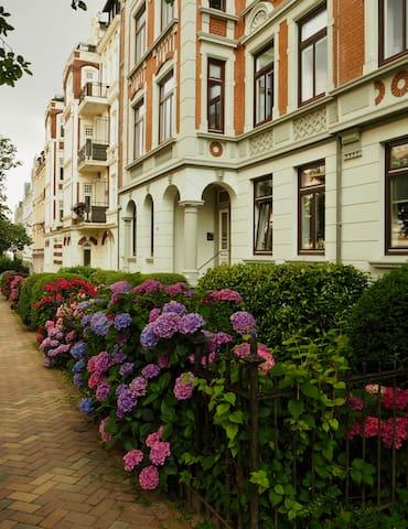 Spacious Art Nouveau near center