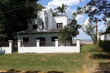 Casa a orillas del Paraná con vista privilegiada