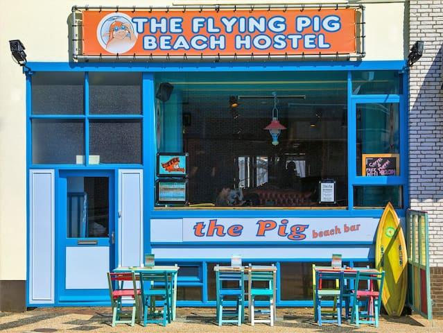 The Flying Pig Beach. Goedkoop, gezellig en goed!
