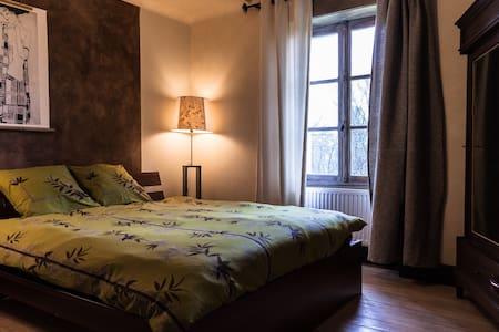 Chambre dans l'ancien hôtel de la gare - Badonviller