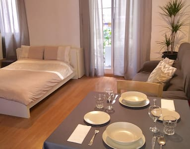 Comfortable quiet room with AC & private bathroom - Barcelona - Wohnung