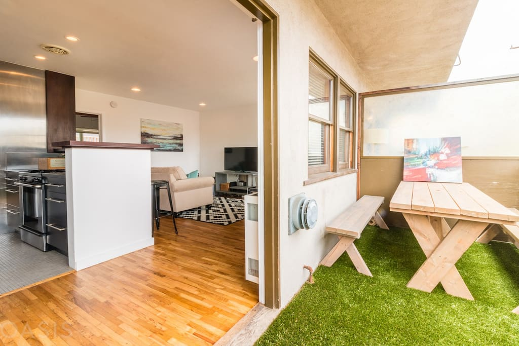 Beautiful indoor/outdoor luxury Venice apartment steps from the famous Venich Beach Boardwalk!