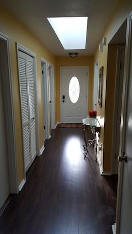 Centrally Located Private Room in Quiet Home