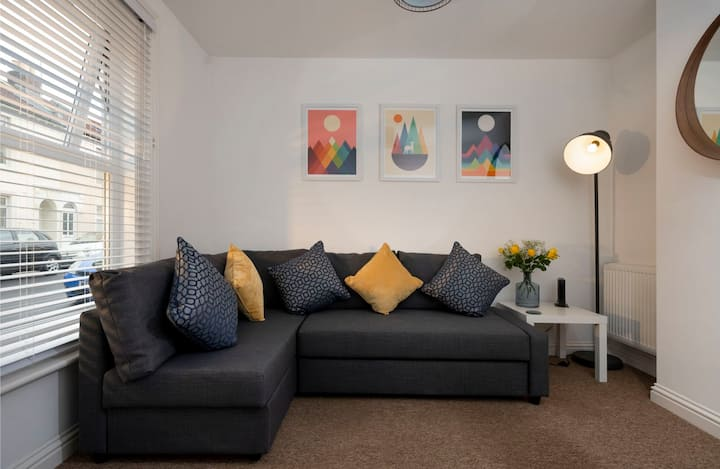 Lawson Lodge - Beautifully appointed 3 bedroom house in Southsea