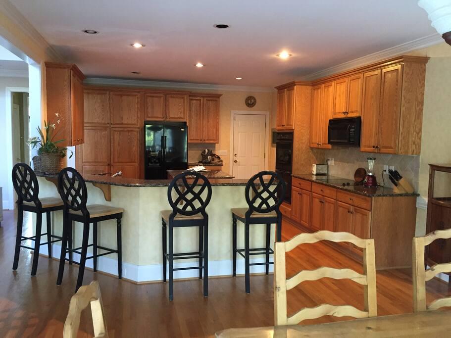Kitchen & bar area.