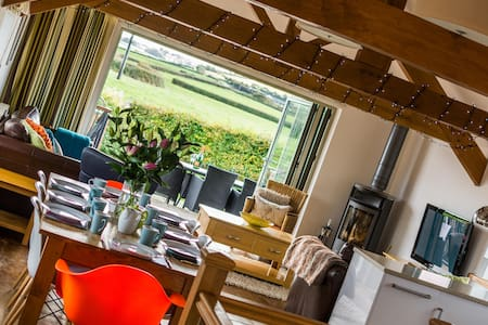 The Hayloft Five Star 3 bed Country Barn, Nr Bude