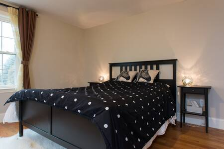 Large bedroom w/ private bath - Arlington
