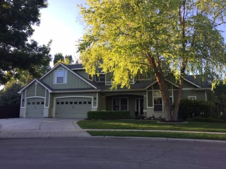 Beautiful Eagle home - Close to downtown/shopping!