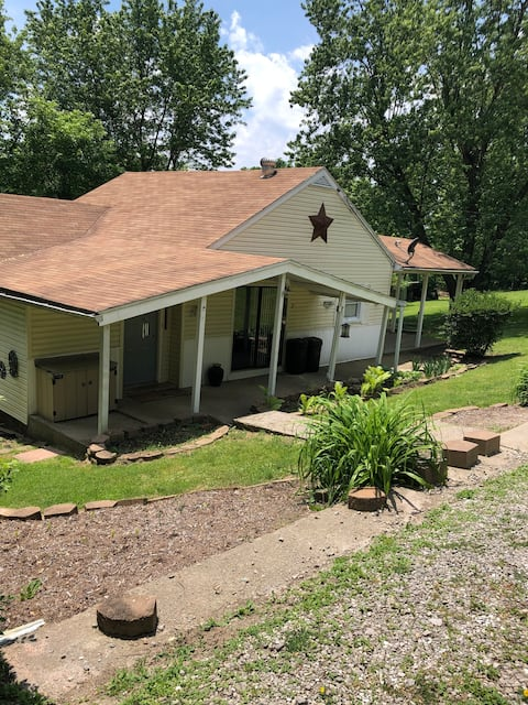 2 Bedroom 1 bath country setting,private