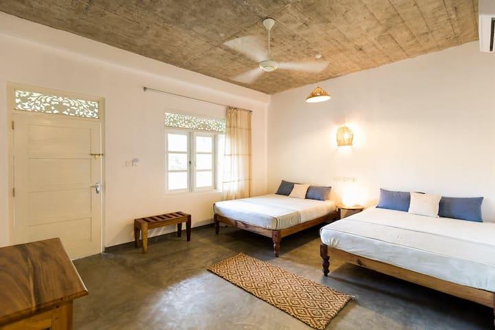 """""""Mirissa BnB"""" (N5) clean spacious twin/family room"""