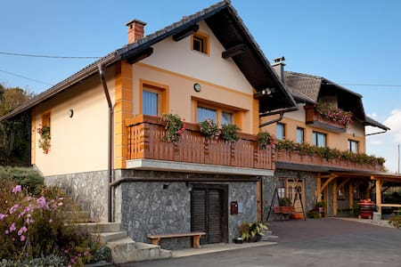 Tourist farm Škrbina app2 - Gorenja Vas pri Šmarjeti - Lejlighed