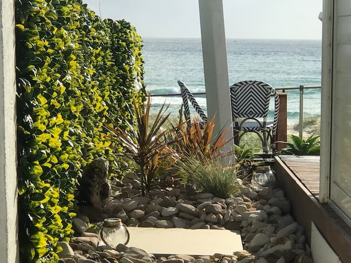 Holiday Cottage & access to absolute beach front