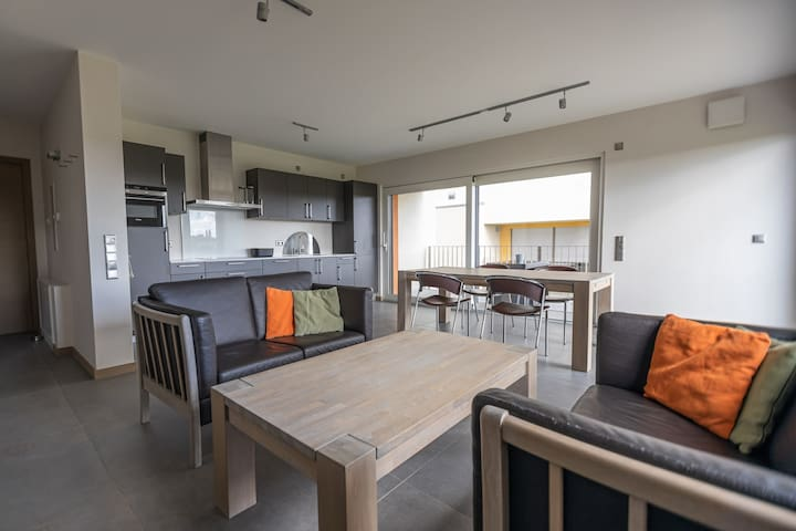 Spacious Modern Stylish Chic 1BR Apartment With Terrace