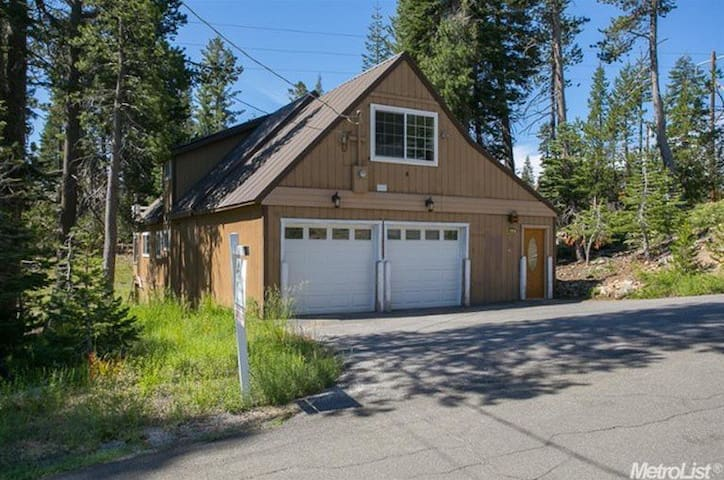 3BD+Loft/2BA Serene Lakes-Sugar Bowl-Hot Tub-Pets - Soda Springs - Huis