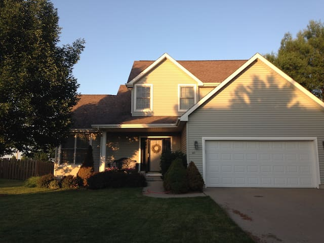 Entire Home in Family-Friendly Neighborhood - Ankeny - Hus