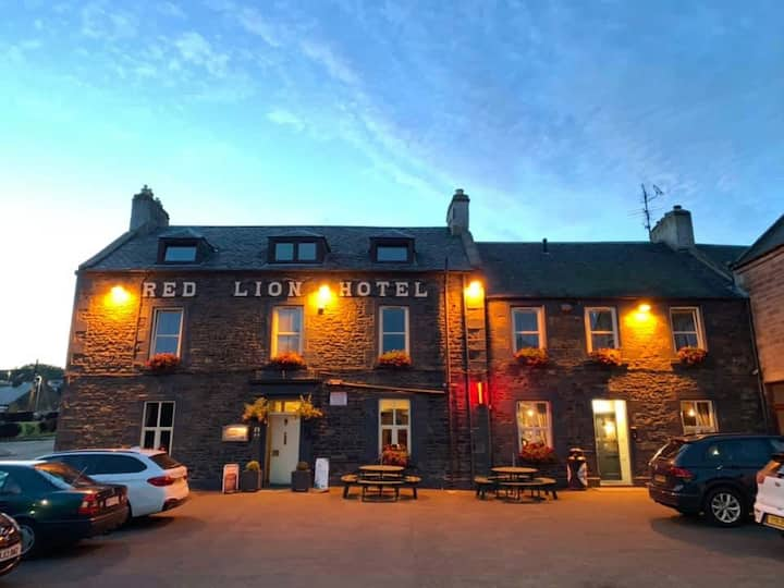 The Red Lion, Earlston. King bed one bed Apartment