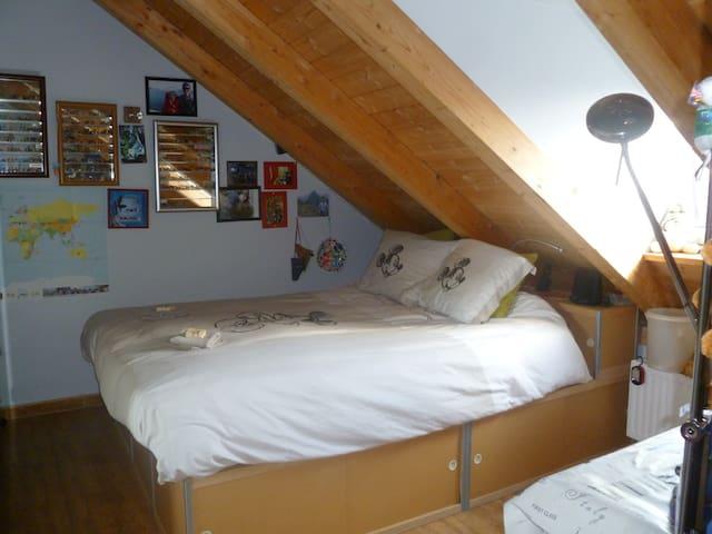 twin bed; nice light
