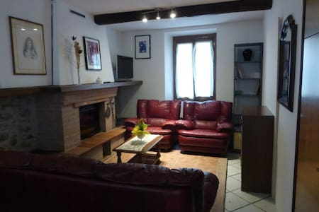 Cozy apartment in the old town-near train station - Bagni di Lucca - Apartment - 1