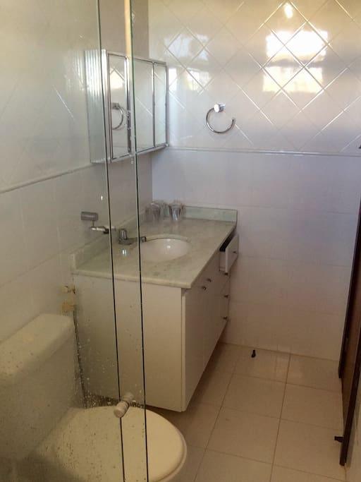 Suíte 1 - banheiro