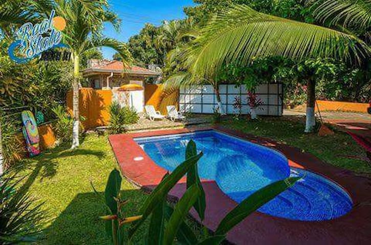 Liley´s Jungle House 10Guest-Pool-Private-Equipped