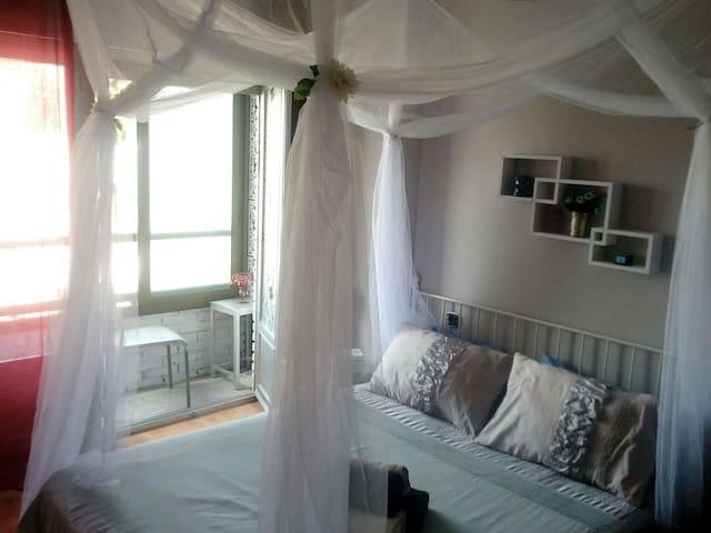 Romántic room al lado de Renfe centro y playa