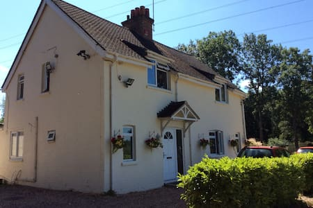 West View Lodge - Single/Double B&B Rooms - Hampshire