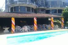 Ampla área da piscina para eventos