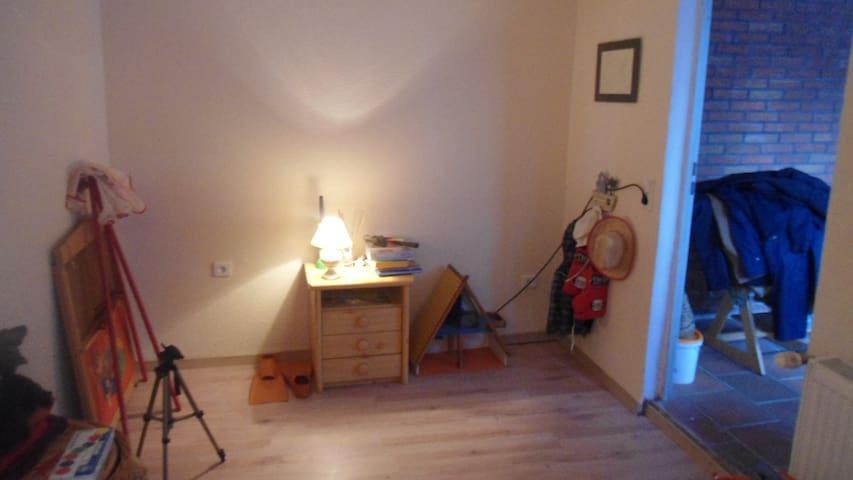 Schönes günstiges Zimmer!!! - Bremen - Leilighet