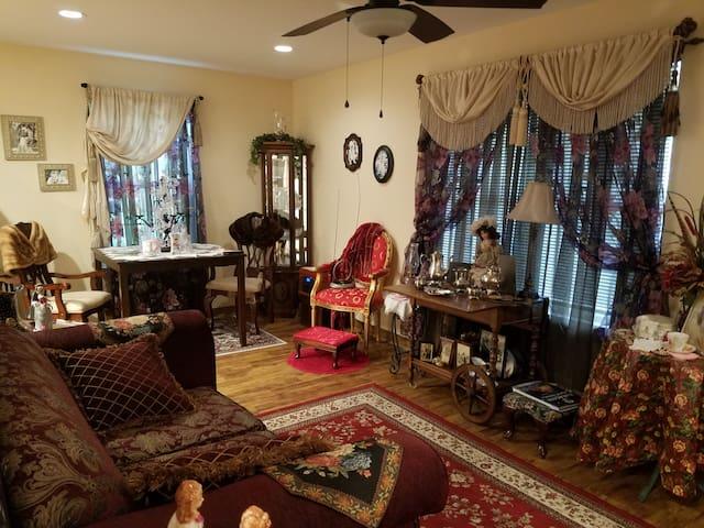 Ellie & Jules Victorian Home