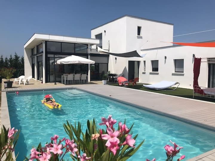 Villa contemporaine spacieuse et agréable